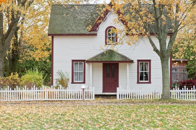 Sie sehen ein freistehendes, kleines Haus