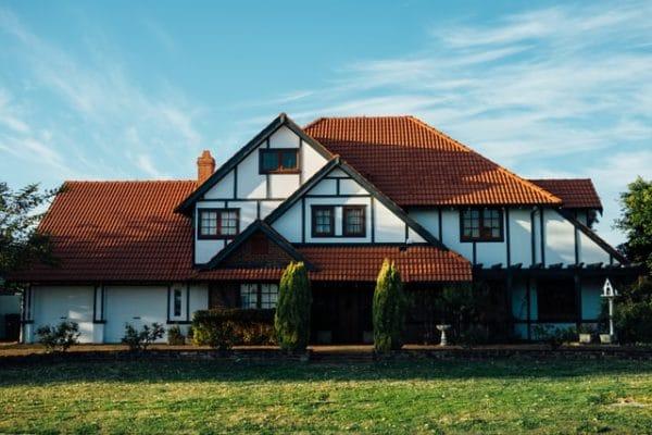 Sie sehen ein Haus mit grünem Vorgarten
