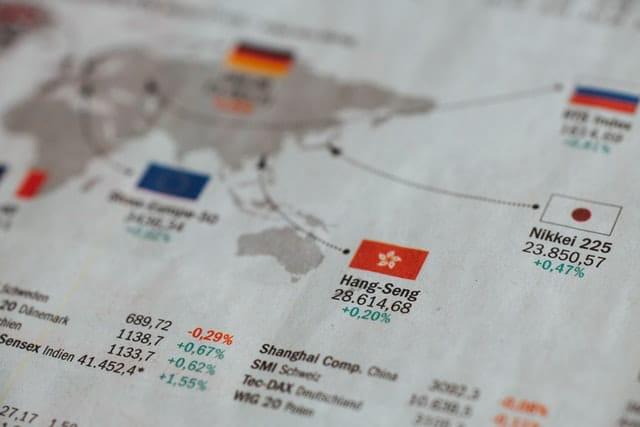 Aktien oder Immobilien – worin liegen Unterschiede und Gemeinsamkeiten?
