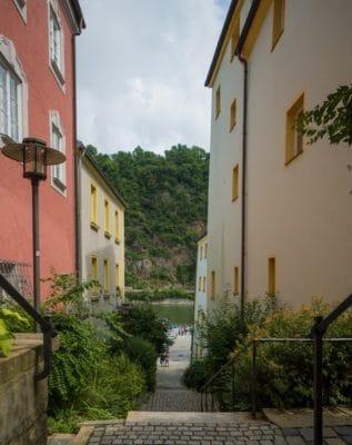 Sie sehen die Innenstadt von Passau mit Blick auf die Donau