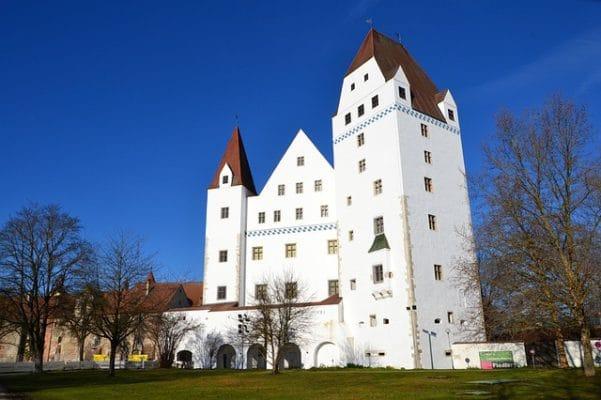 Sie sehen die Burg von Ingolstadt