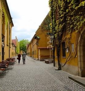 Sie sehen die Fuggerei in Augsburg